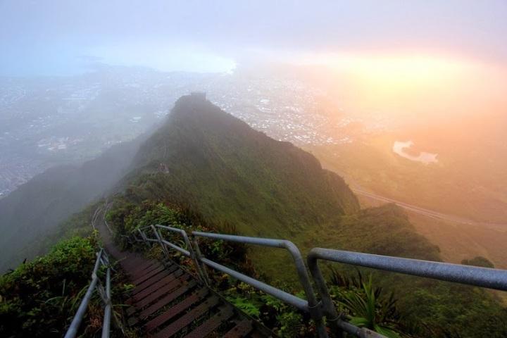 Haiku-Stairs-of-Hawaii-The-Stairway-to-Heaven