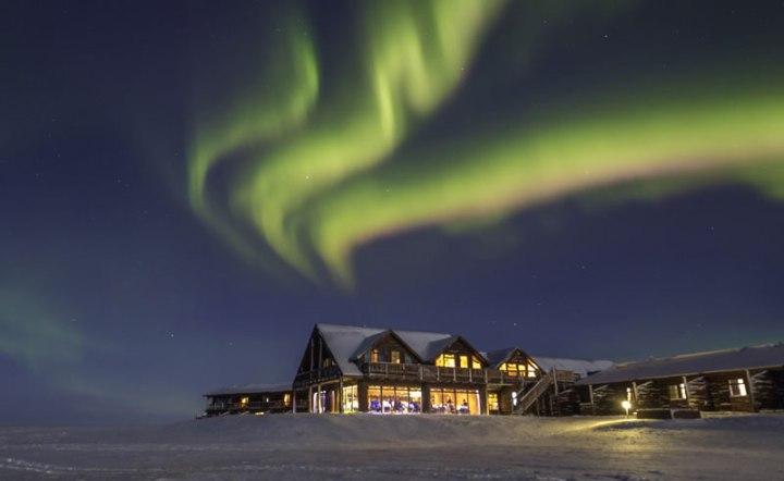 iceland-hotel-ranga-snow-and-northern-lights_b63e2d6d6c526a61f7f8f646e359475d