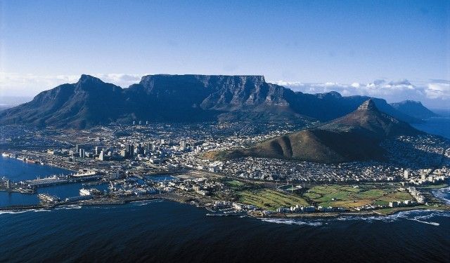 Table-Mountain-In-Cape-Town-4-640x375